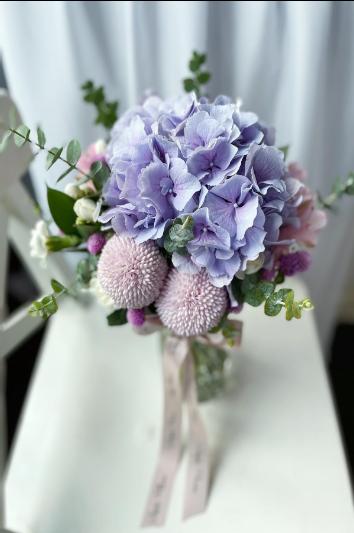 G11 - Floral Vase